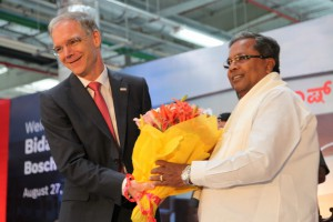 Left to right: Dr. Steffen Berns, President Bosch Group India and Managing Director, Bosch Ltd, Shri Siddaramaiah, Hon'ble Chief Minister of Karnataka